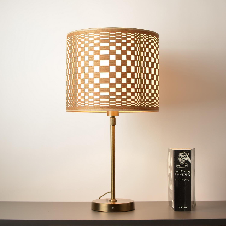 optinis menas žemaičių tekstilė stalinis šviestuvas žalvarinis prailginamas stovas ir medinis gaubtas