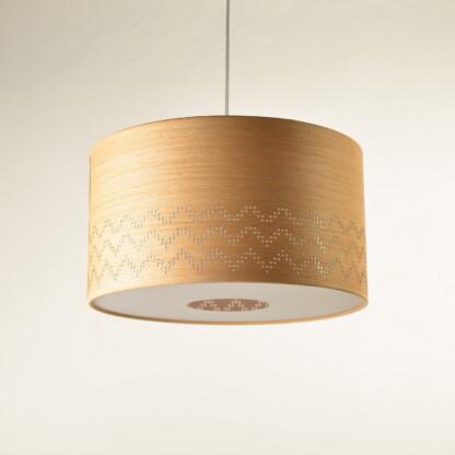 Medinis pakabinamas šviestuvas archaiškas vandens simbolis tradicinė lietuviška ornamentika