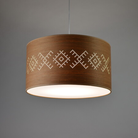 Medinis pakabinamas šviestuvas su archaiškais baltiškais ornamentais KUPOLĖ